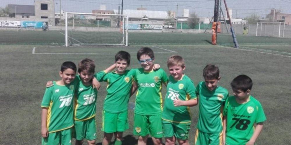 Los chicos de futbol infantil participaron de otro torneo